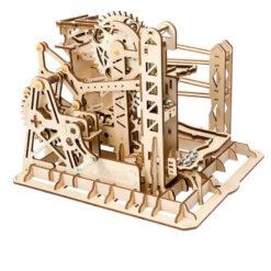 Le puzzle ascenseur à manivelle en bois assemblé